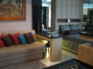 FOR SALE: THREE-BEDROOM CONDO UNIT IN EIGHT WACK WACK IN MANDALUYONG CITY,