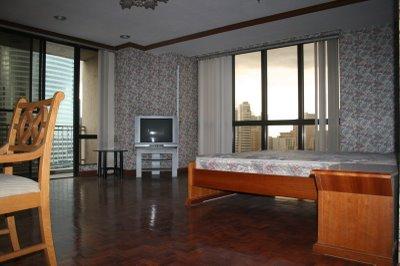 FOR RENT: THREE-BEDROOM CONDO UNIT IN SKYLAND PLAZA IN BUENDIA AVENUE, MAKATI CITY