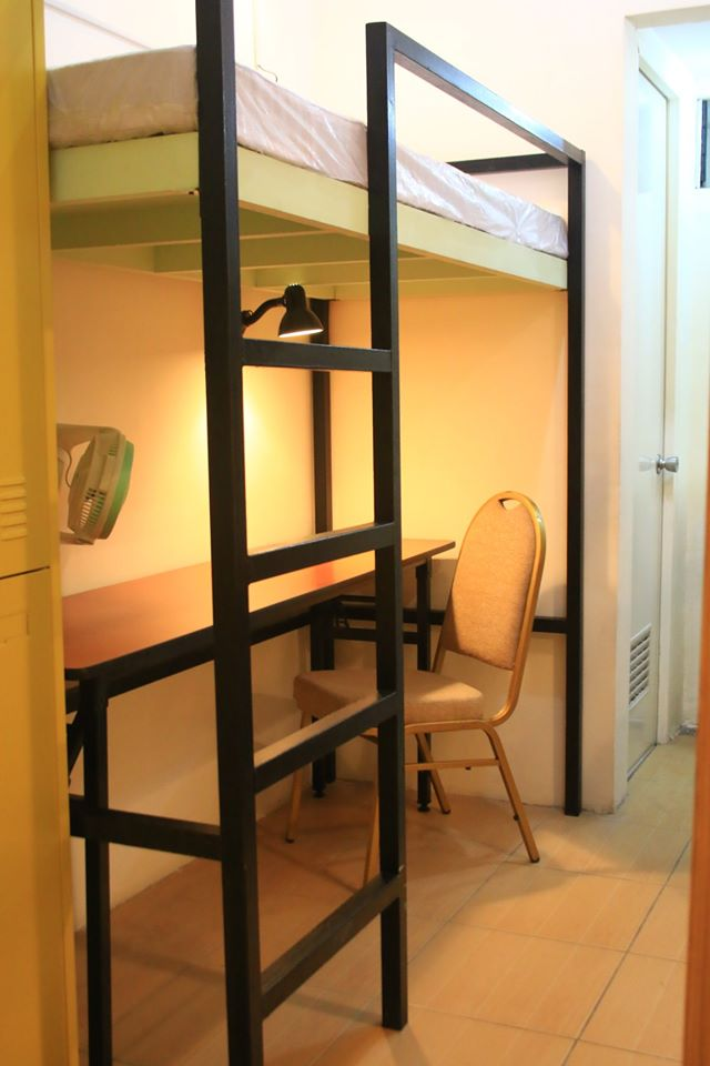 2 Bed w/ Table Capacity Room