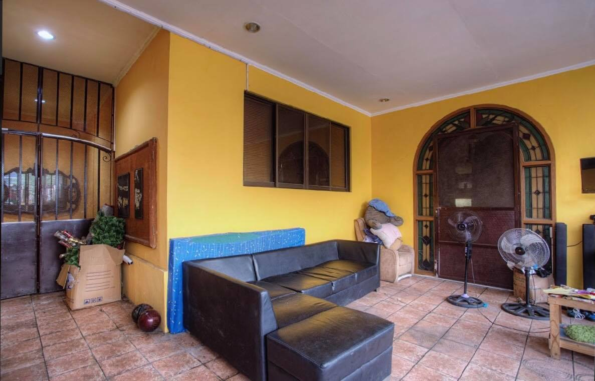For sale 6 door apartment 60sqm / Floor Area each with Car garages . Semi furnished full 3/F 360sqm with Garage, A 373 sqm Property in Las Pinas