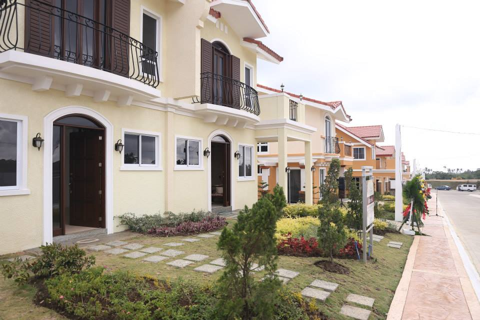 House and Lot for sale in Prime Location,Suntrust Verona Silang good as Vacation and Retirement home
