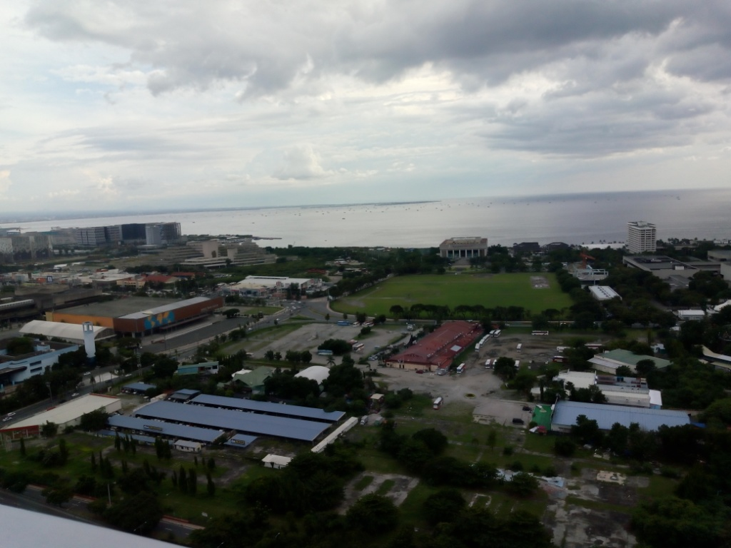 Breeze Residences STUDIO with Balcony w/ Manila Bay Sunset view